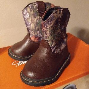 Adorable camo toddler boots